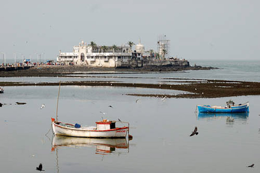 Haji Ali Dargah, Mumbai, November 2009. (Photo: Reza Masoudi Nejad)
