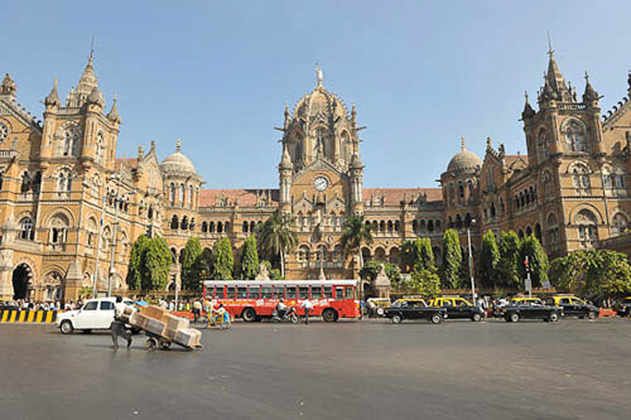 The Chhatrapati Shivaji Terminal (CST), the South of Mumbai, December 2010. (Photo: Reza Masoudi Nejad)