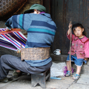 Blanket weaving in Qiunatong, Nujiang, Yunnan. (Photo: Naomi Hellmann)