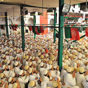 An emotional time for Bohras at Rowda al-Tahera, Bohra Mohalla, Mumbai, December 2010. (Photo: Reza Masoudi Nejad)