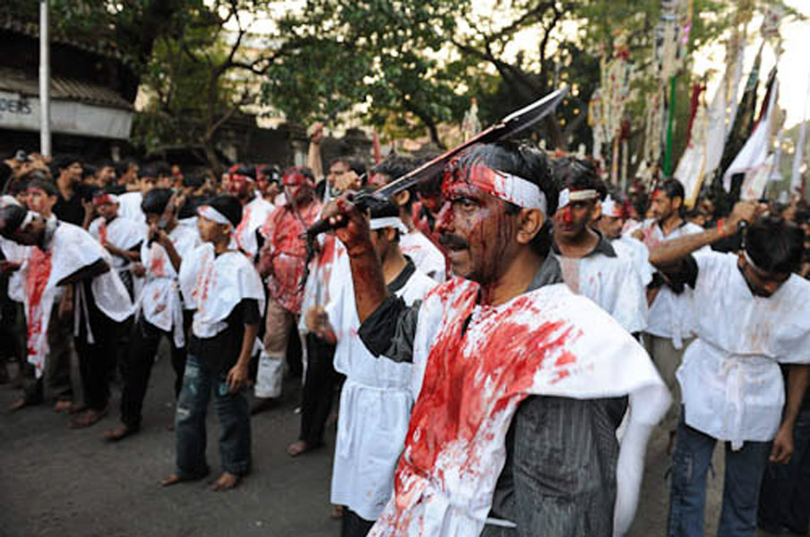 Flagellation through the procession of Ashura day, JJ Road, Mumbai, December 2010. (Photo: Reza Masoudi Nejad)