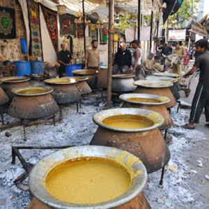 Khichda: off the Moghul Masjid, Dongri, Mumbai, December 2010 - Khichda is Indian porridge; it is an traditional food made and served during Muharram in Mumbai. (Photo: Reza Masoudi Nejad)
