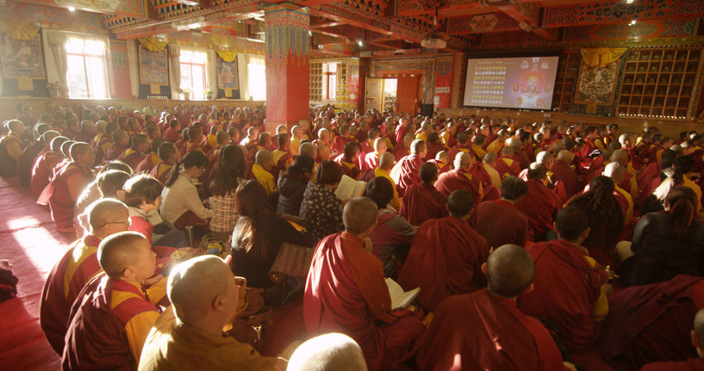 A classroom at Larung Gar Buddhist Academy, summer 2013. (Photo: Dan Smyer Yu)