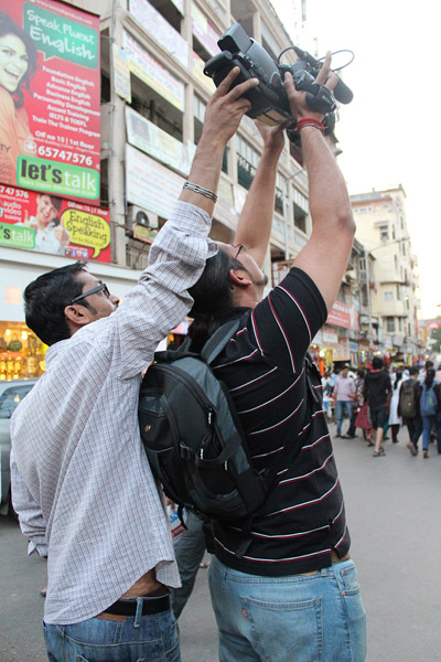 Amaresh and Prakash making a shot of a busy street. (Photo: Annelies Kusters)