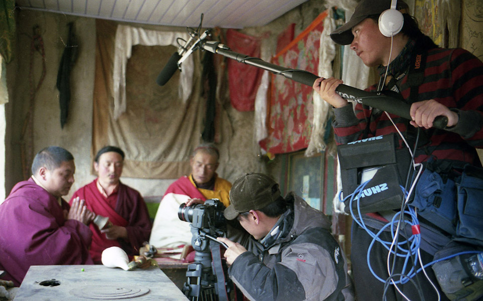An MPI film team documentaing a tantric ritual in Amdo. (Photo: Dan Smyer Yu)
