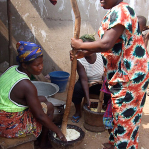 Ataa pounding fufu. (Photo: Annelies Kusters)