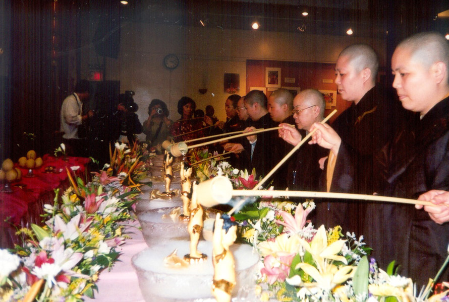 Buddha Birday ceremoney after the parade in Chinatown, New York, May, 2003. (Photo: Weishan Huang)