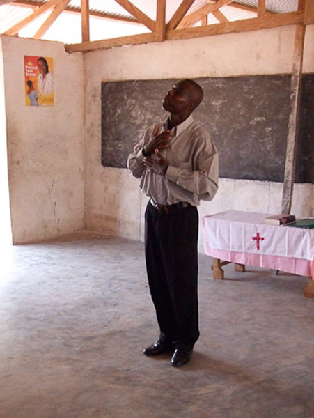 Deaf priest from Accra who organizes weekly church services. (Photo: Annelies Kusters)