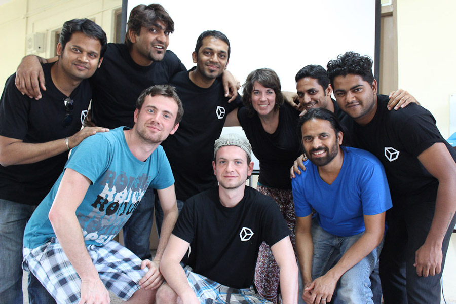 Group photo five potential deaf cameramen, Annelies, Sujit, and the Visual Box teachers. (Photo: Annelies Kusters)