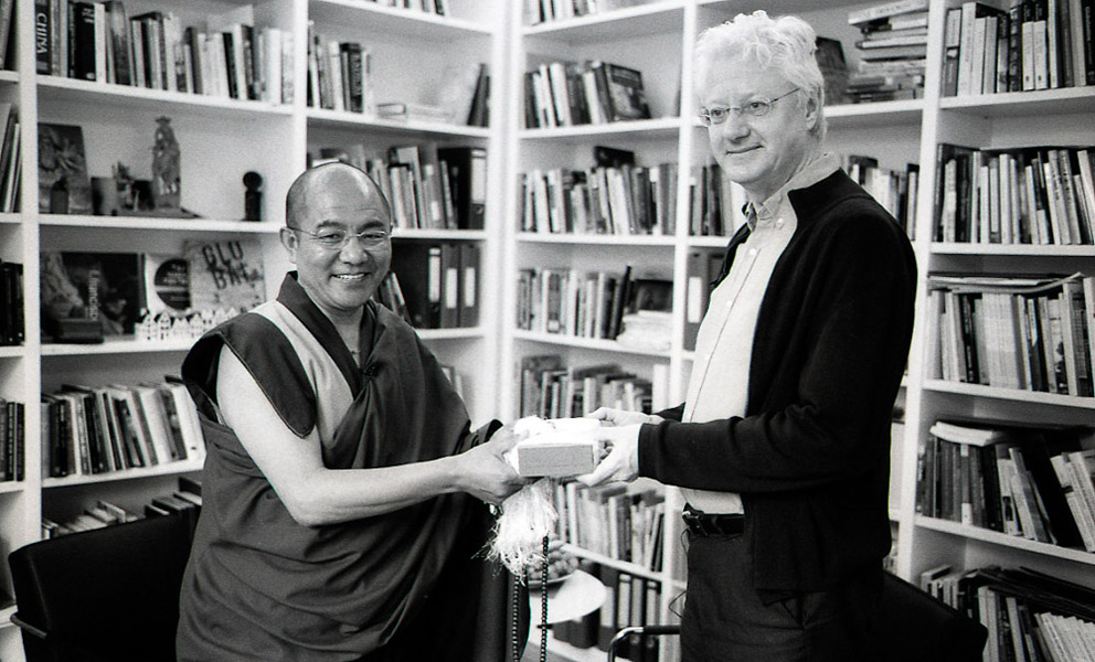 Khenpo Sodargye with Peter van der Veer at Max Planck Institute, April 2013. (Photo: Dan Smyer Yu)