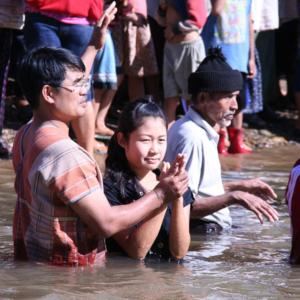 Massentaufe in Mae Ru Ma Luang 2. (Photo: Alexander Horstmann)