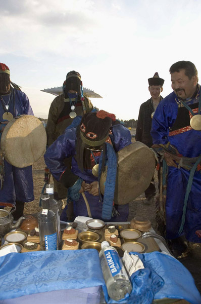 Members of the Local Shaman's Organization Tengeri preparing an altar during a tailgan ceremony. Verkhne Beriozovke, September 2005. (Photo: Justine Buck Quijada)
