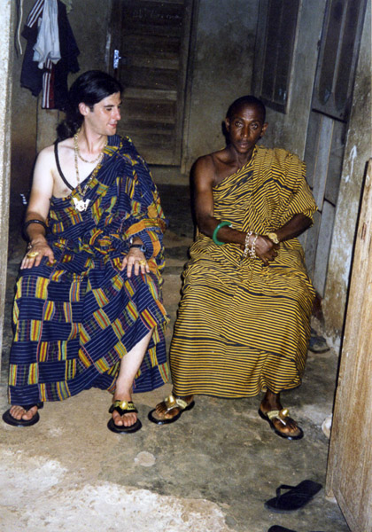 Odikro (village chief) and anthropologist dressed in Kente clothes (Dormaa Ahenkro, Ghana). (Photo: Boris Nieswand)