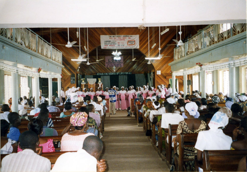 Sunday service at the Methodist Church (Dormaa Ahenkro, Ghana). (Photo: Boris Nieswand)