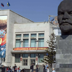 The Lenin monument in Soviet Square on the 60th anniversary of Vic tory Day, 2005. Ulan-Ude. (Photo: Justine Buck Quijada)