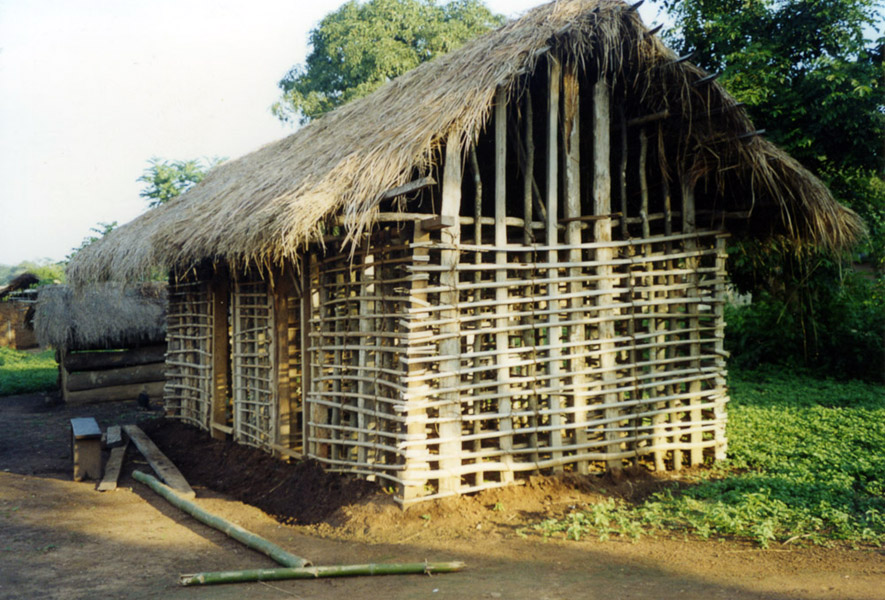 Traditional house under construction (Dormaa District, Ghana). (Photo: Boris Nieswand)