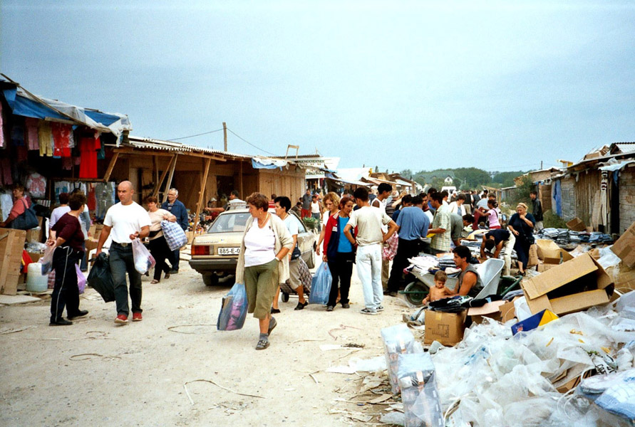 Vendors at the Arizona black market, Brčko District, Bosnia and Herzegovina. (Photo: Monika Palmberger)