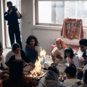 Family-based puja, London. (Photo: Steven Vertovec)