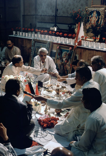 Puja (ritual offerings) in Caribbean Hindu temple, Brixton, London. (Photo: Steven Vertovec)