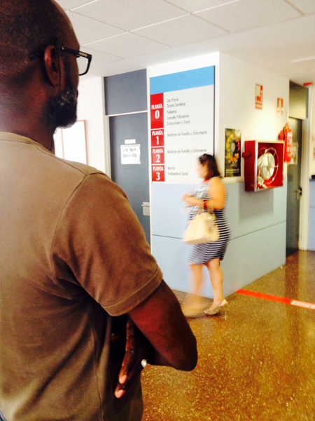 Queuing at the public health center, Murcia, Spain. (Photo: Damian Omar Martinez)