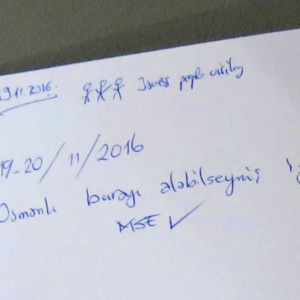 "Guestbook entry in Turkish at the Heeresgeschichtliche Museum: ""Osmanlı burayı alabilseymiş iyimiş"" (It would have been good had the Ottomans been able to conquer this place). (Photo: Annika Kirbis)"