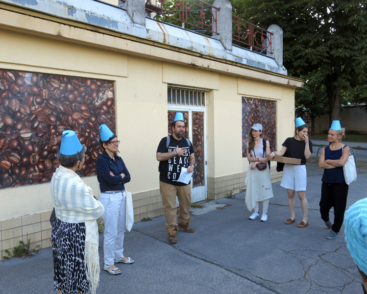 "Participants of the city walk ""Geschichte einer Gasse"" ('history of an alley') on coffee in Vienna organised by the festival Soho in Ottakring 2016 standing in front of the Julius Meinl company. (Photo: Annika Kirbis)"