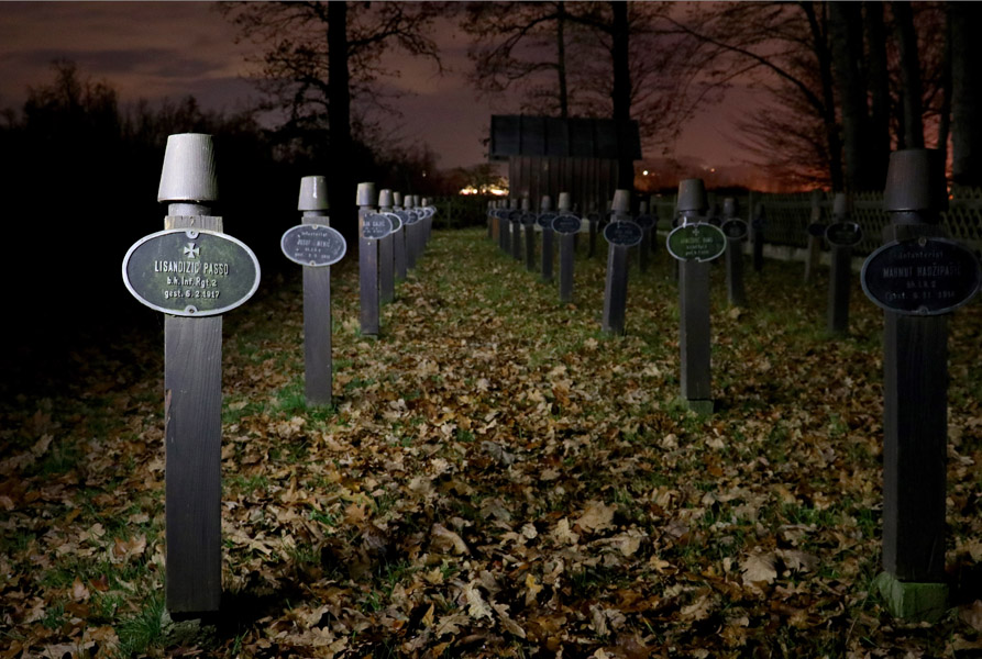 Military cemetery in Lebring-Sankt Margarethen close to Graz for the deceased soldiers of the 2nd Infantry Regiment of Bosnian-Herzegovinian soldiers as part of the Austro-Hungarian Army during the First World War. Epitaphs engraved in wooden fez for the soldiers of Muslim faith. (Photo: Annika Kirbis)