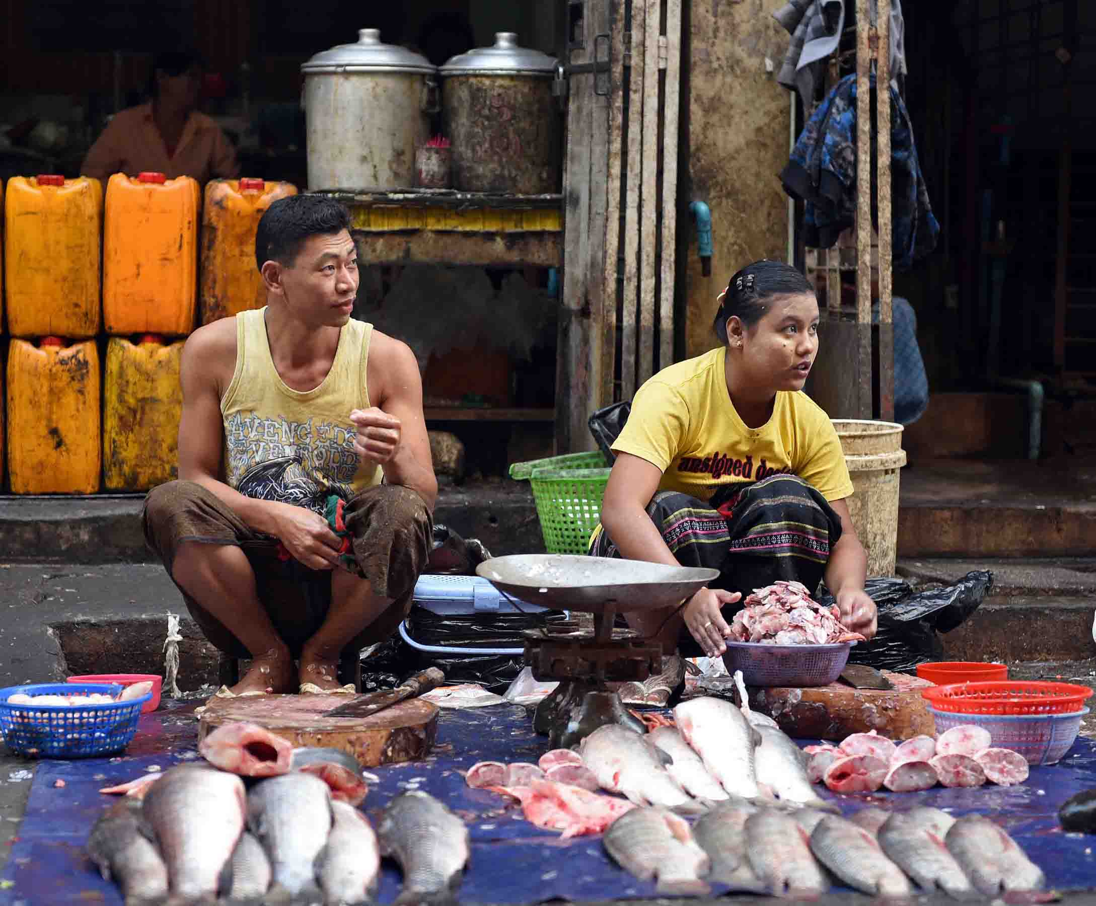Two fish mongers selling fresh fish. (Photo: Naomi Hellmann)