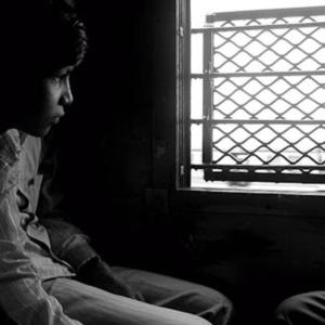 At a local train, Mumbai, November 2009. (Photo: Reza Masoudi Nejad)