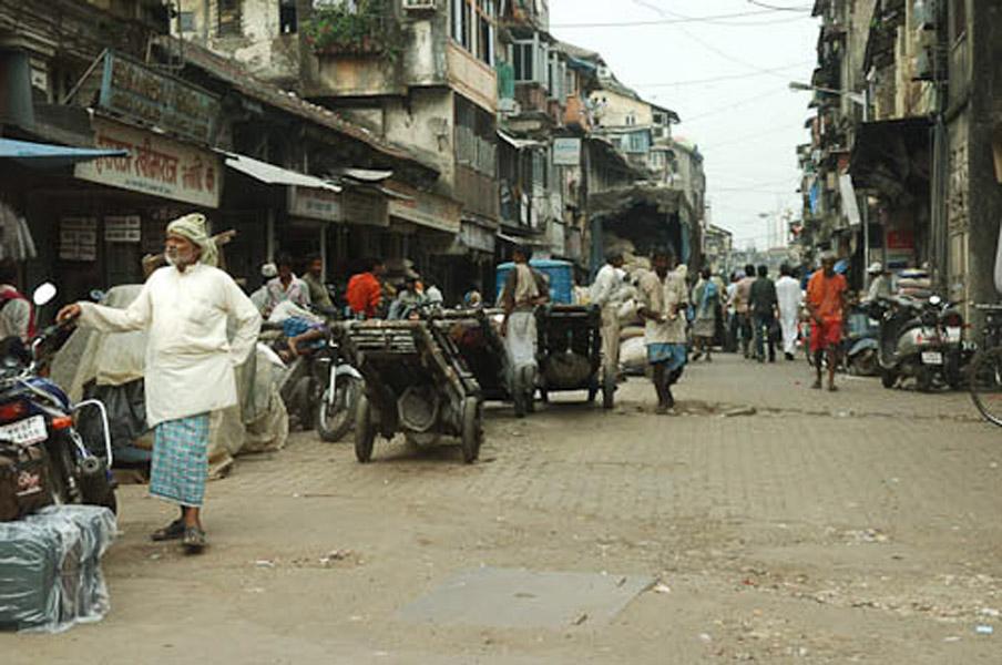 A typical street in the south of Mumbai, Mumbai, November 2009. (Photo: Reza Masoudi Nejad)