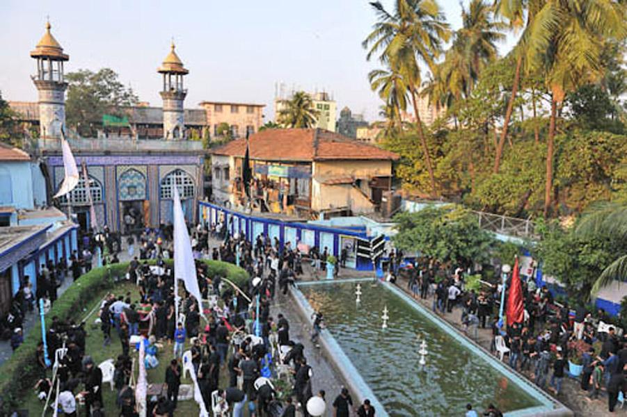 Mogul Masjid, Mumbai, India, December 2011 preparing alams (symbolic flags) and other symbols that are carried through the processions of Ashura day. (Photo: Reza Masoudi Nejad)