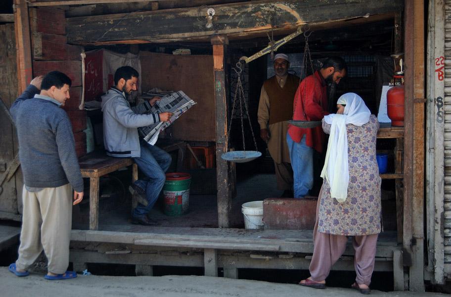 A poultry stall in Srinigar. (Photo: Naomi Hellmann)