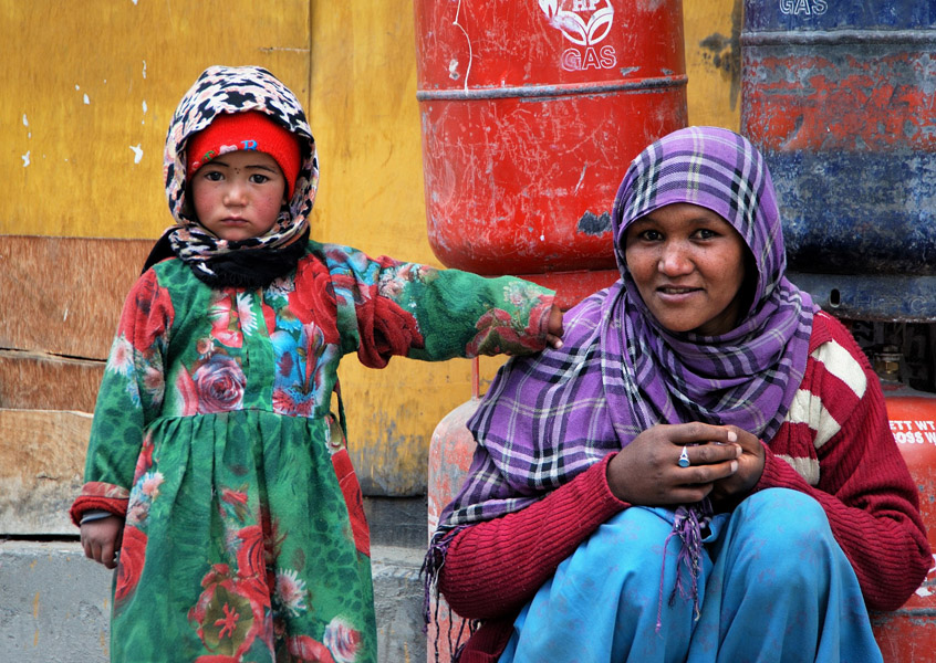 Waiting alongside the road in Sanku, Jammu & Kashmir. (Photo: Naomi Hellmann)