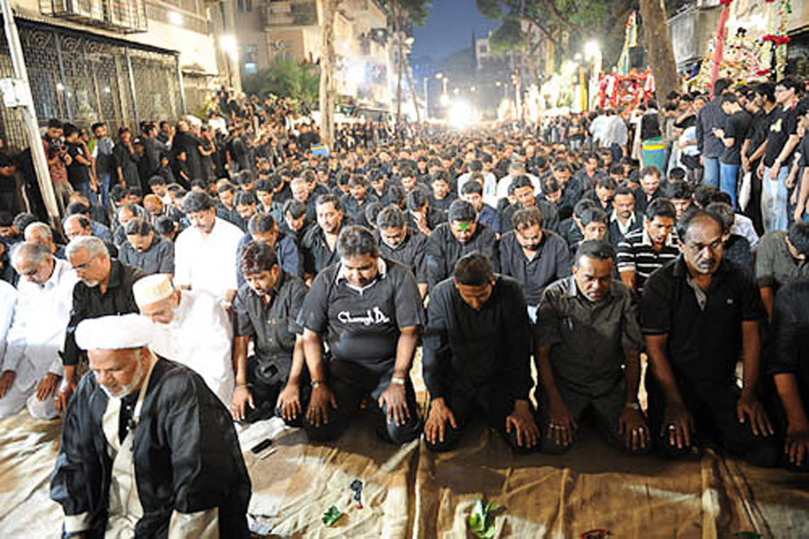 The evening pray before the procession at Spencer Lane, where the procession would begin, Mumbai, December 2009. (Photo: Reza Masoudi Nejad)