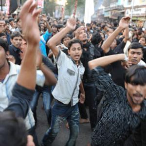 Chest beating through the procession of Sham-i Ghariban, afternoon of Ashura day, Mumbai, December 2009. (Photo: Reza Masoudi Nejad)