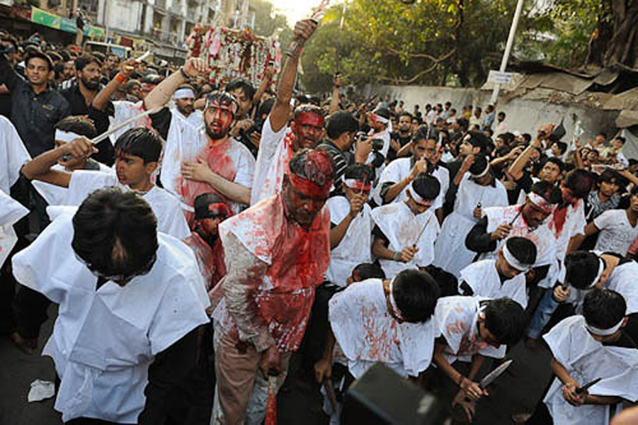 Flagellation through the procession of Ashura day, JJ Road, Mumbai, December 2010. (Photo: Reza Masoudi Nejad)