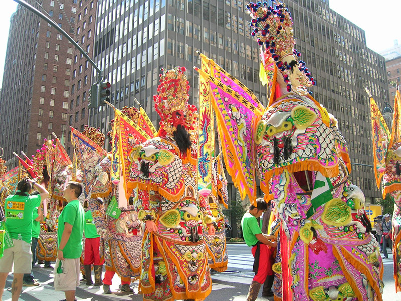 42nd St, Manhattan, NYC, Sep, 2007, the guardians of Mazhu marched for Taiwans UN membership. (Photo: Weishan Huang)