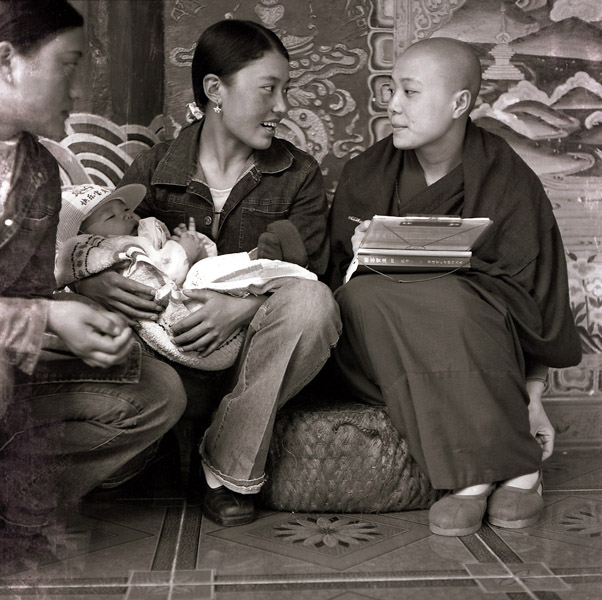 A Han Chinese nun with a Tibetan family. (Photo: Dan Smyer Yu)