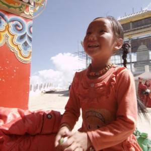 A young pilgrim in a Tibetan location. (Photo: Dan Smyer Yu)
