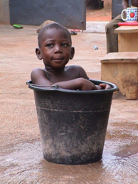 Boy in Bucket (Dormaa Ahenkro, Ghana). (Photo: Boris Nieswand)