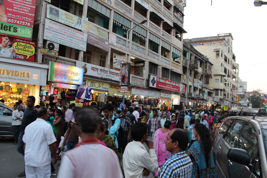 Busy street in Dadar, a central area of Mumbai. (Photo: Annelies Kusters)