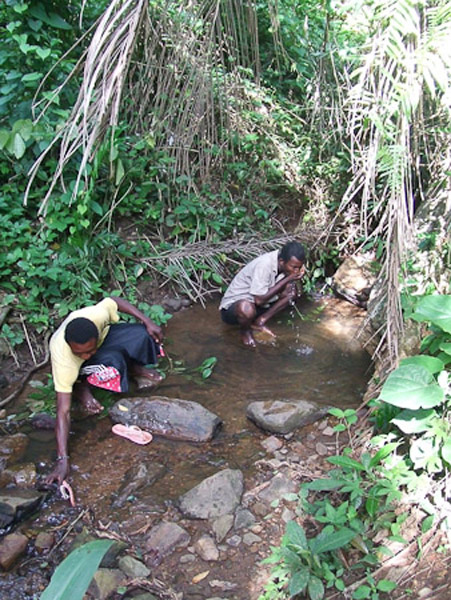 Deaf men drinking from the river. (Photo: Annelies Kusters)