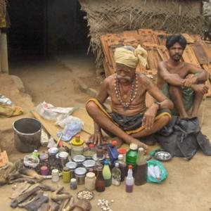 Folk healer and his medicine, Tamil Nadu 2007. (Photo: Gabriele Alex)