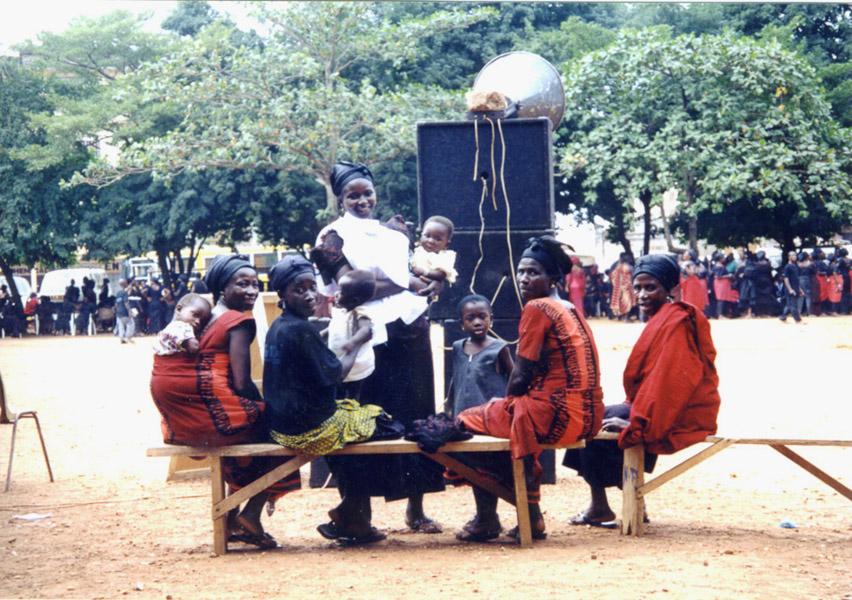 Guests at a funeral 2 (Dormaa Ahenkro, Ghana). (Photo: Boris Nieswand)