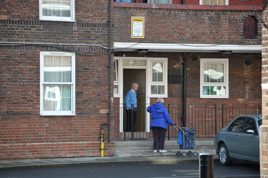 Two elderly residents chatting in front of their council flats. (Photo: Doerte Engelkes)