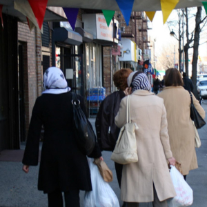 Muslim women and Mexican travel agent. (Photo: Steven Vertovec)
