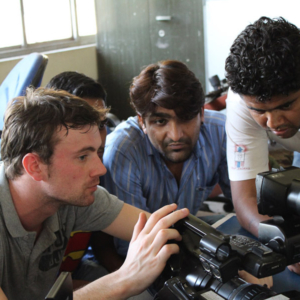 Jorn (Visual Box) explaining potential deaf cameramen how to use the Sony PMW EX3. (Photo: Annelies Kusters)
