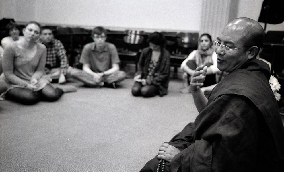 Khenpo Sodargye gives a talk on meditation and the state of the mind at Georgetown University, April 2013. (Photo: Dan Smyer Yu)