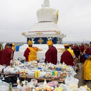 Lamas preparing offerings at the stupa. Orangoe. September 2005. (Photo: Justine Buck Quijada)