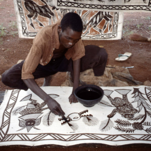 Local painter (Korhogo, Côte d'Ivoire). (Photo: Boris Nieswand)
